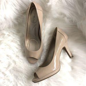 Bandolino patent nude peep toe pumps 8M heels nwob